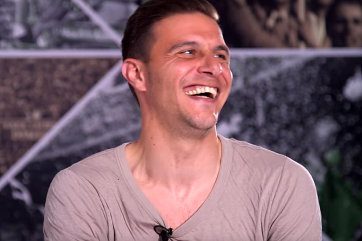Joaquín Sánchez contando chistes