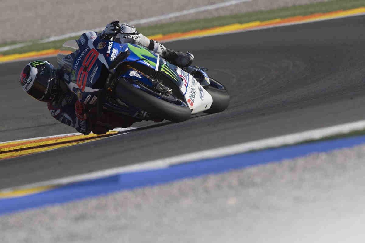 Lorenzo logra una dominante victoria en su última aparición con Yamaha