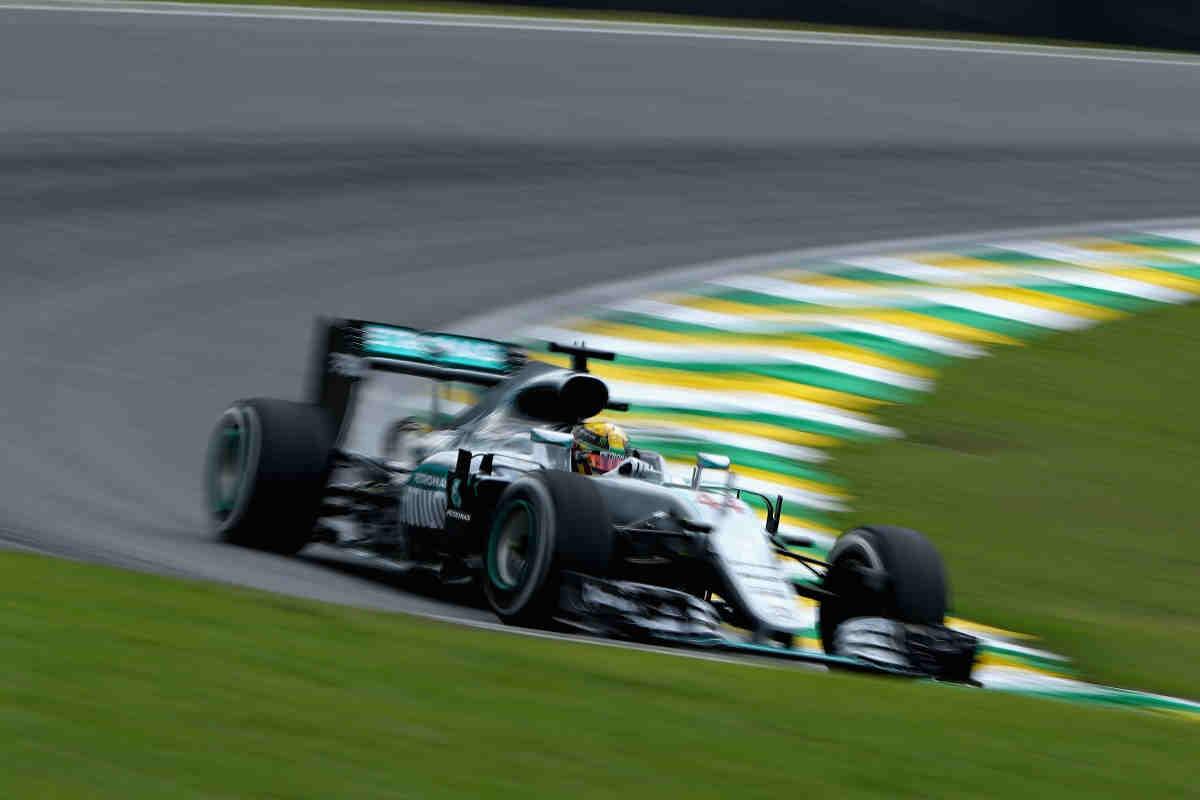 Alonso vuelve a romper en unos libres dominados por Hamilton