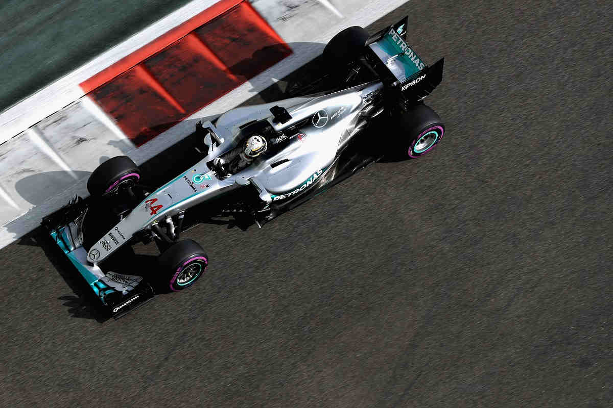 Hamilton no guarda su martillo y se anota la pole ante Rosberg