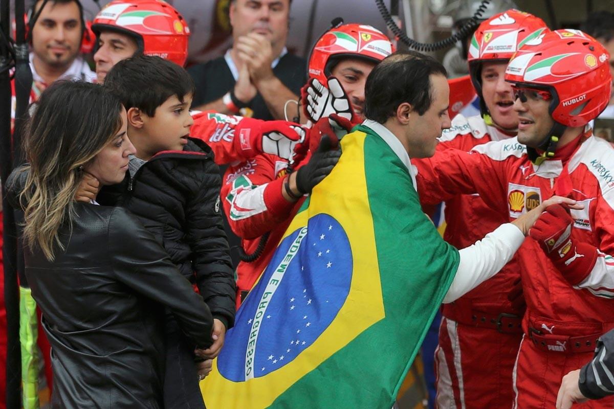 Felipe Massa se despide de los fans en Brasil