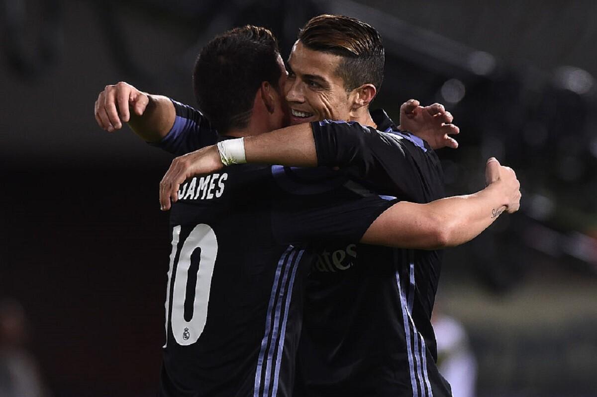 James Rodríguez celebrando con Cristiano Ronaldo en el Mundial de Clubes