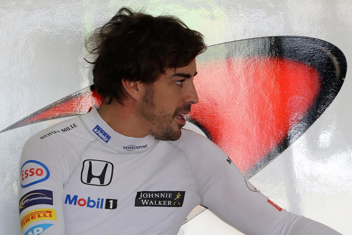 Fernando Alonso y su equipo ciclista