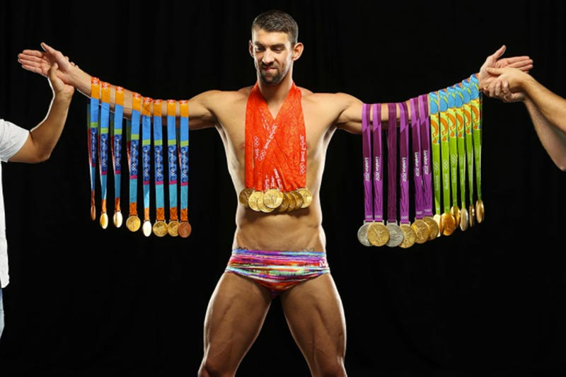 Michael Phelps con sus medallas para Sports Illustrated