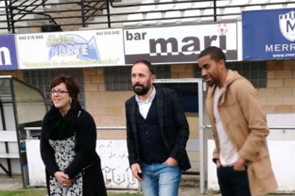 Sancionado con cuatro partidos por protestar al linier tras recibir insultos racistas