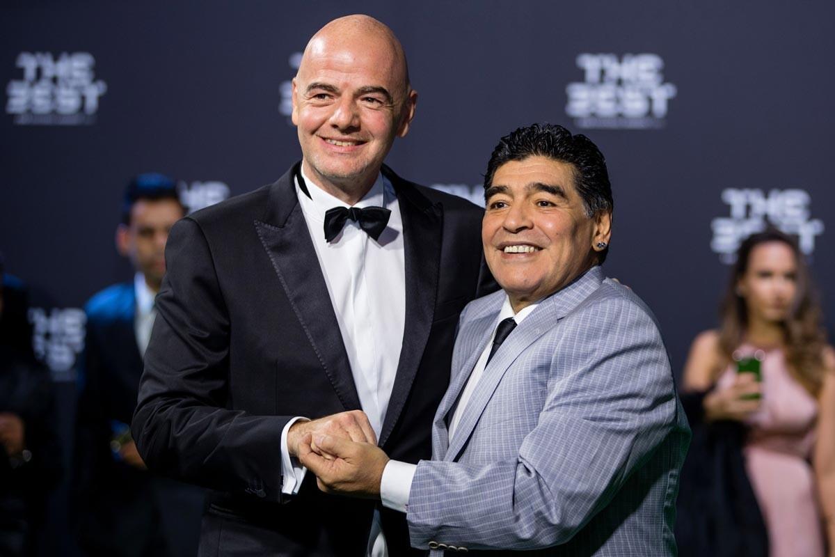 Gianni Infantino y Diego Armando Maradona