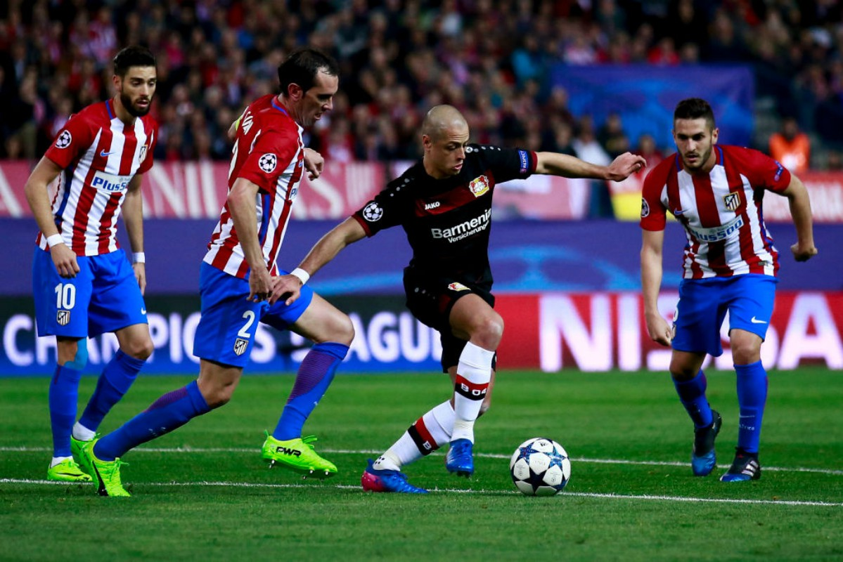 Chicharito Hernández frente al Atlético de MAdrid