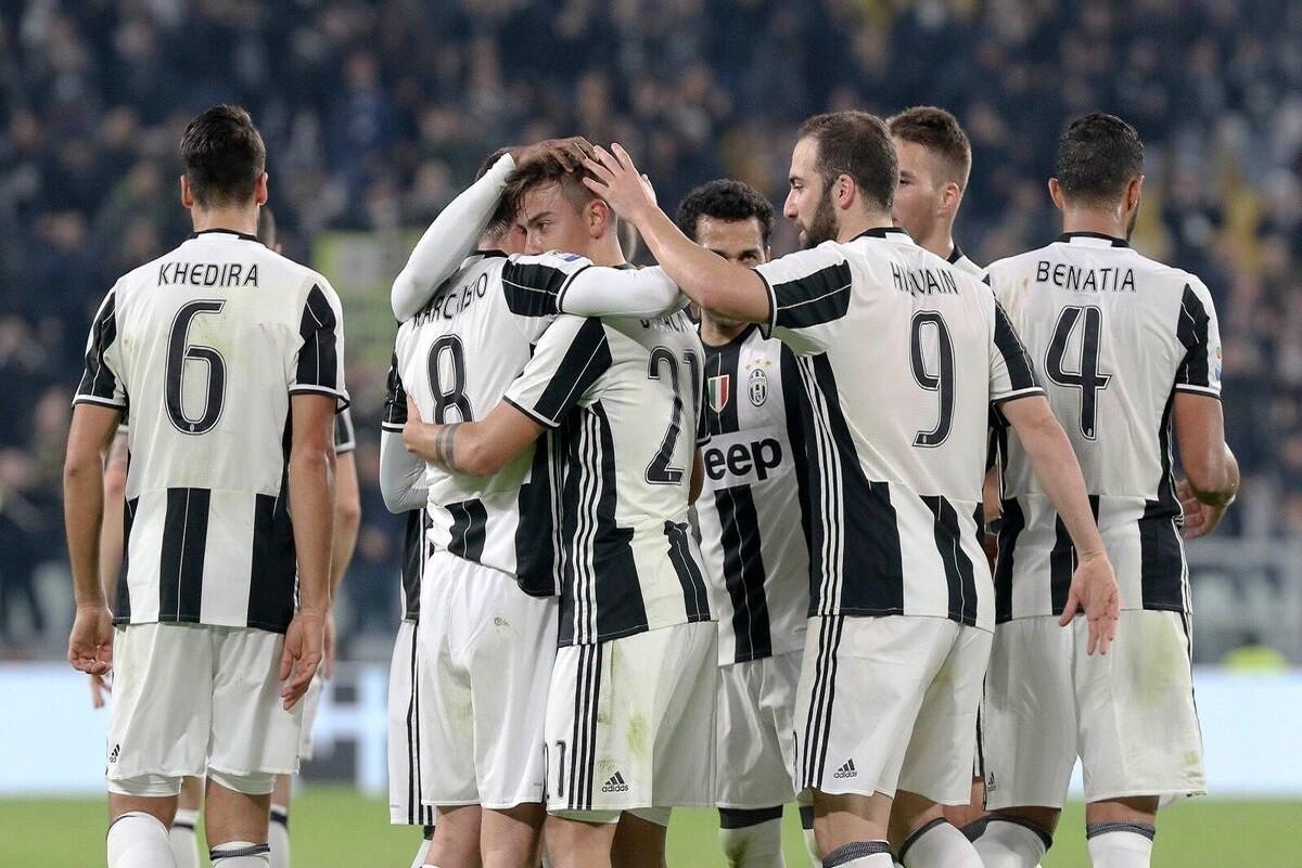Dybala celebra con la Juventus