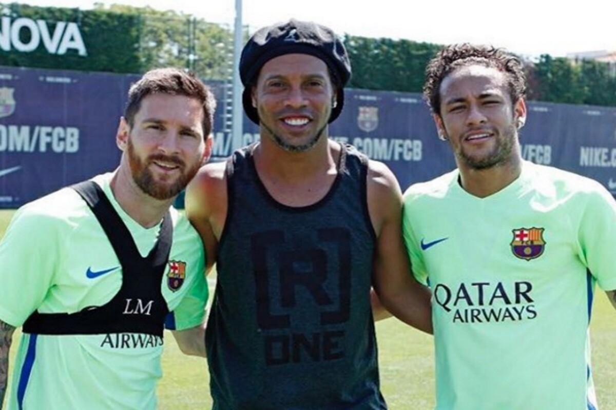Ronaldinho con Messi y Neymar