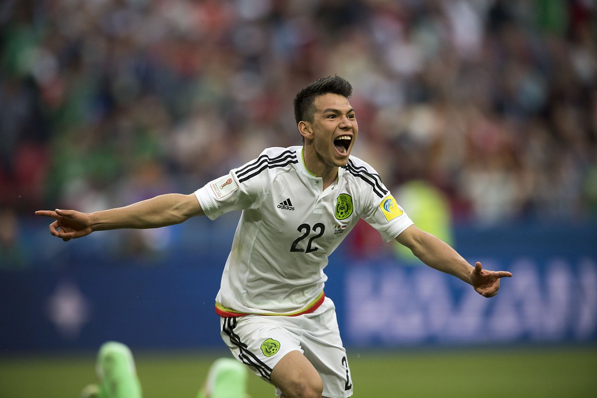 Lozano celebra su gol con México