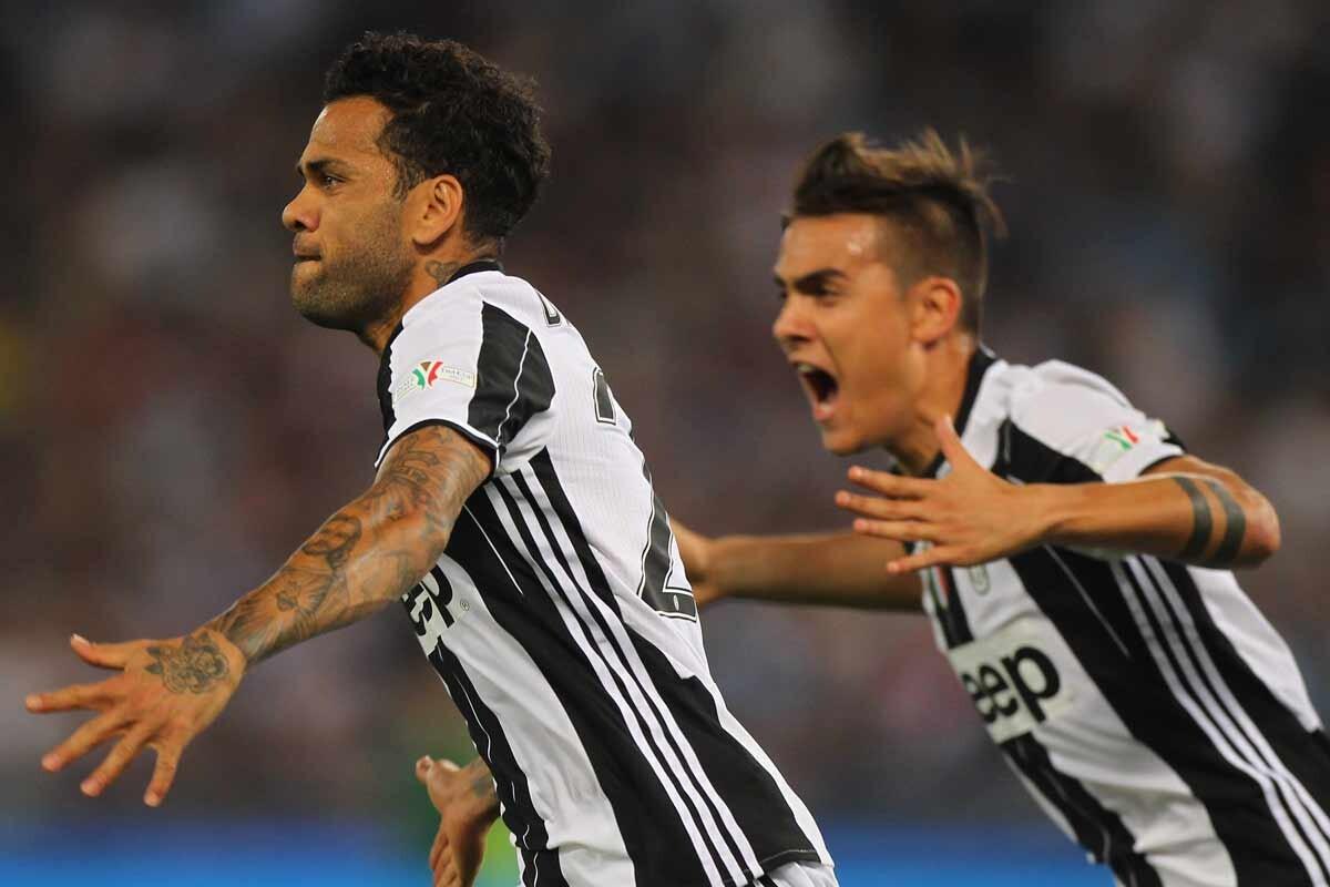 Alves y Dybala