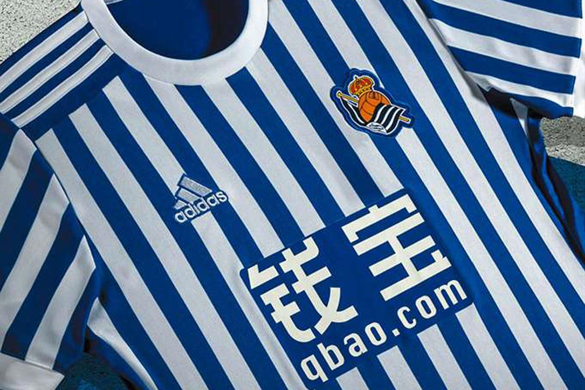 2319ae669bb0f La nueva camiseta de la Real Sociedad multiplica las rayas