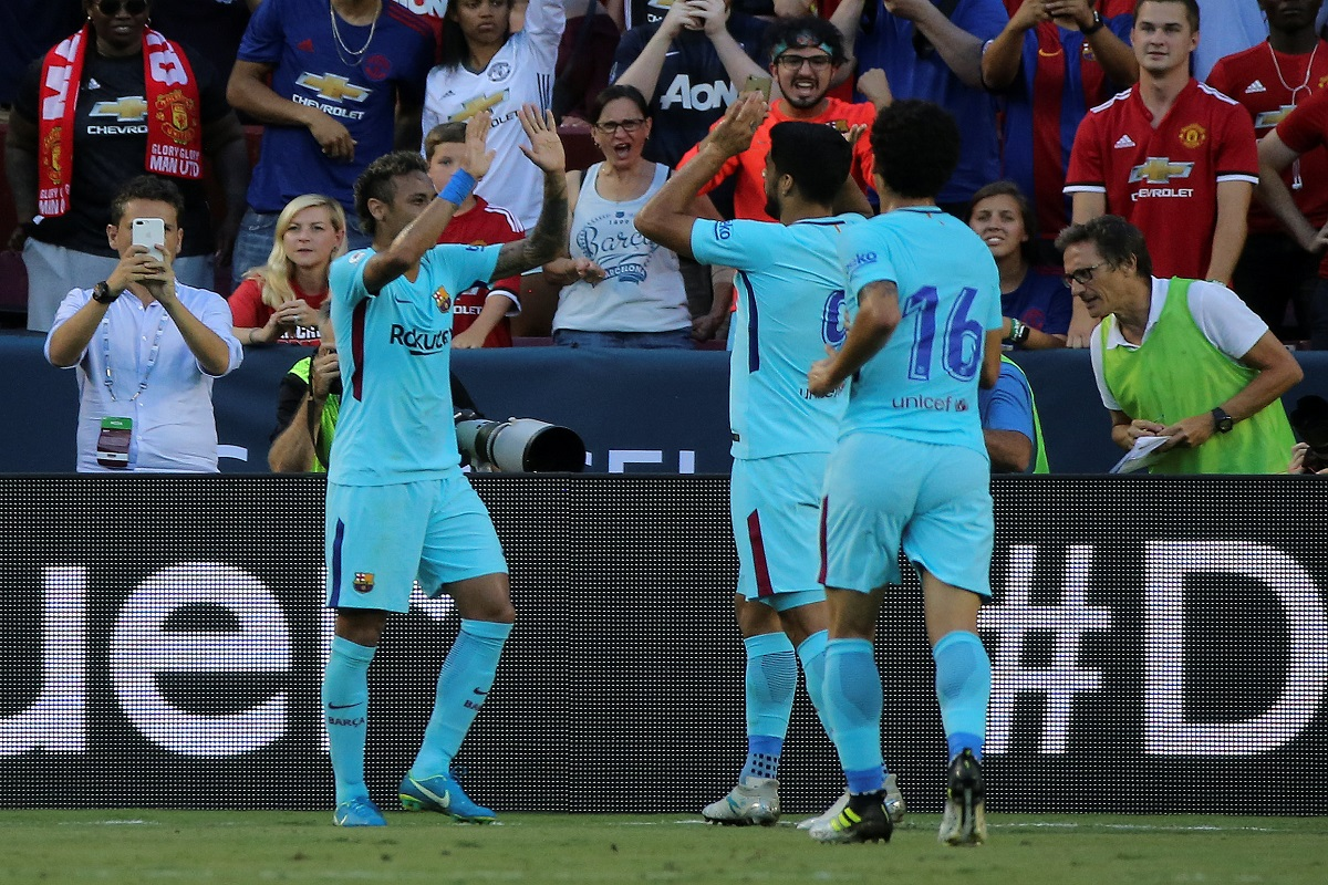 Barcelona celebra ante el Manchester United
