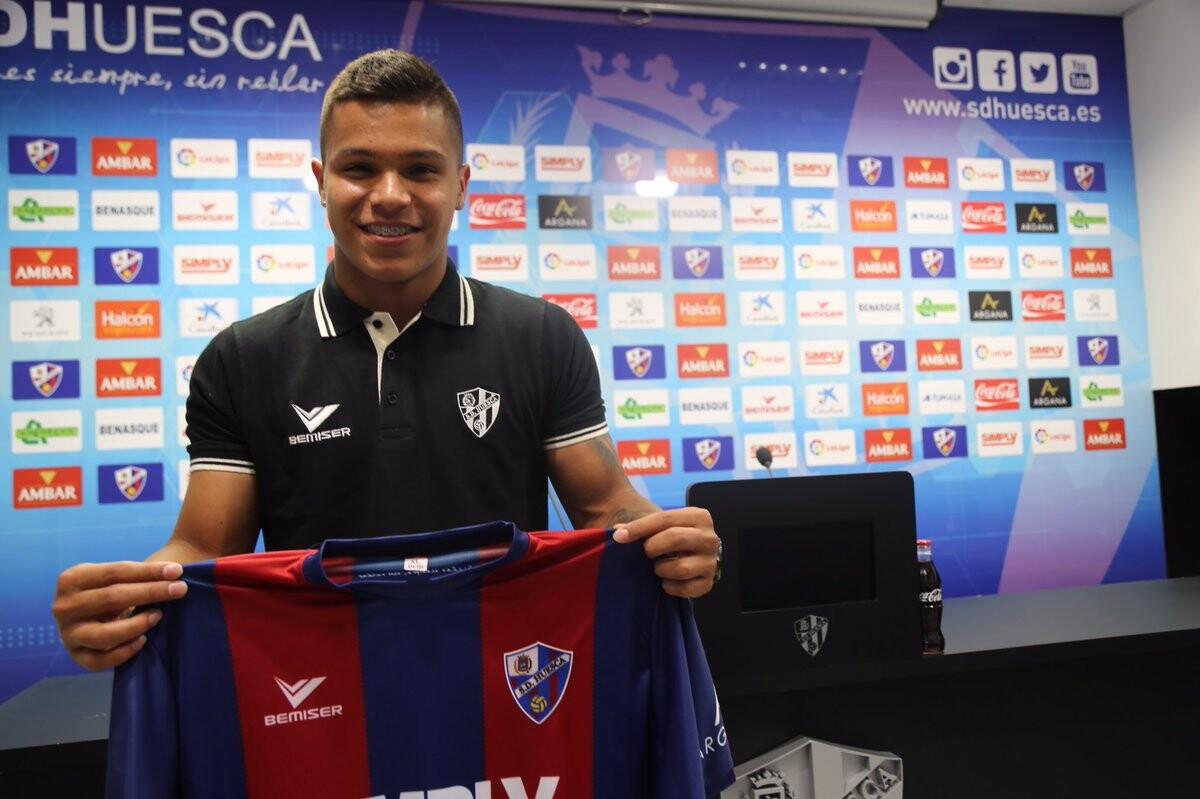 Cucho Hernández presentado con el Huesca