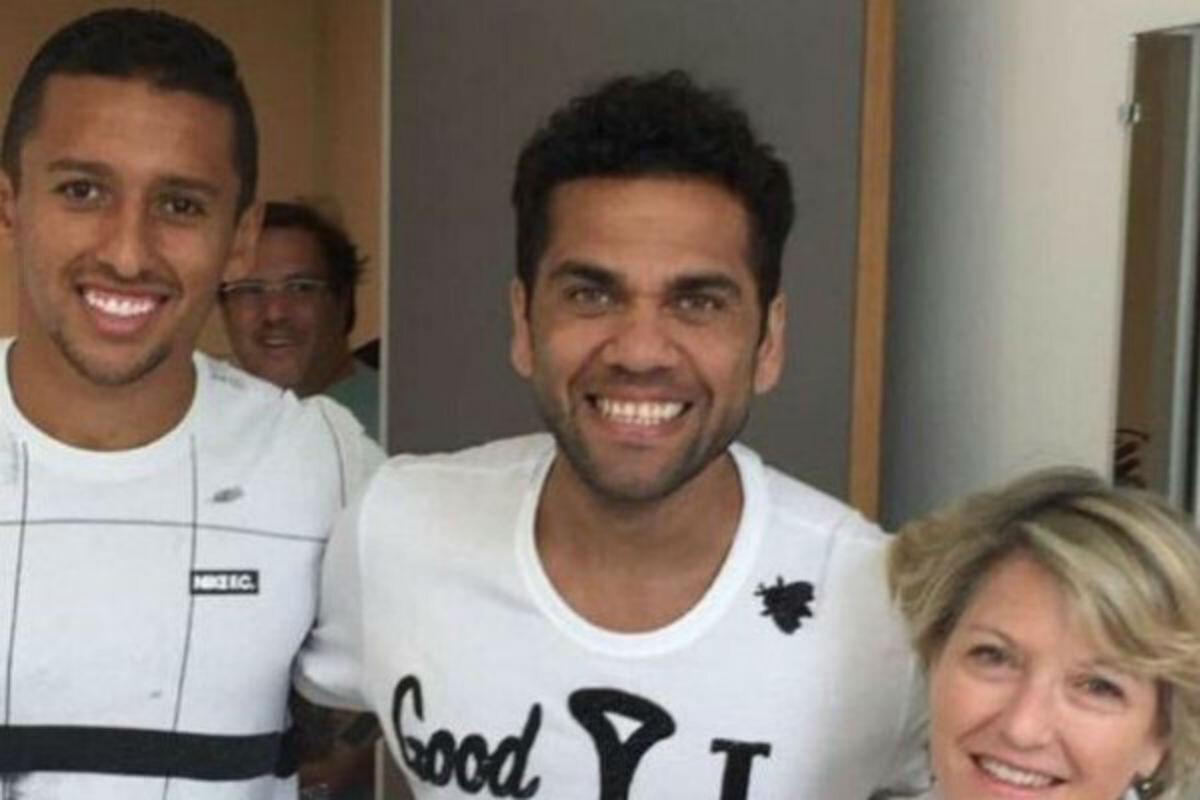 Dani Alves pasa el reconocimiento médico con el PSG