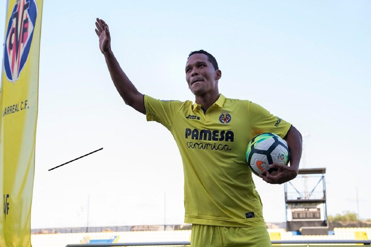 Carlos Bacca fue presentado con el Sevilla
