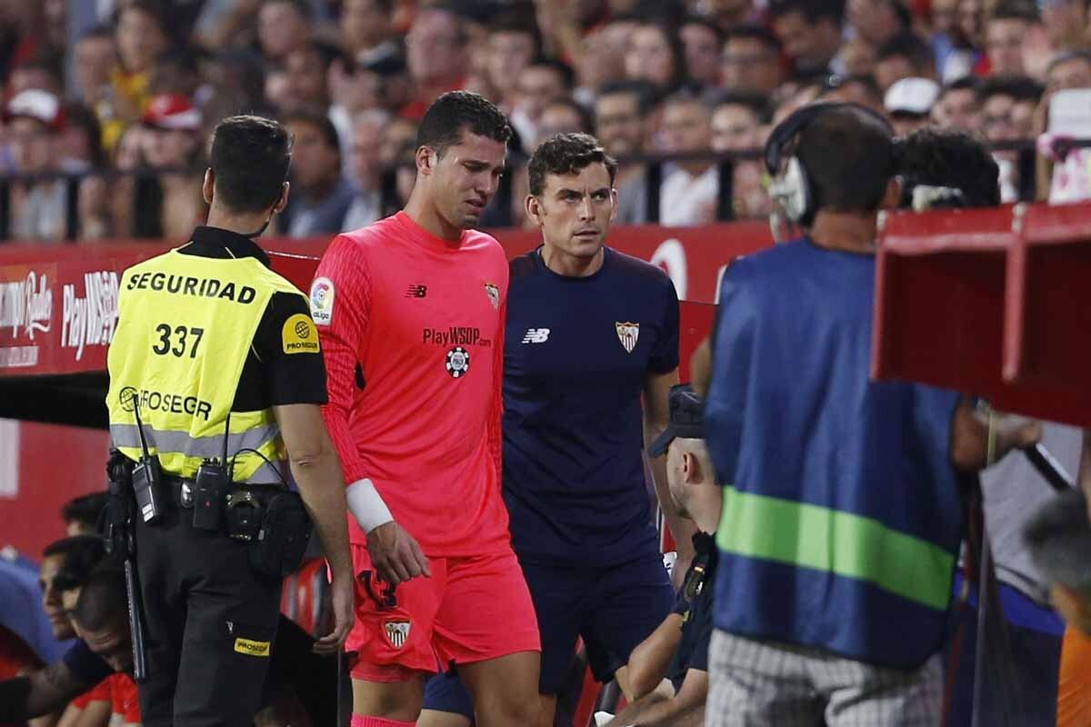 Resultado de imagen de Banega fue expulsado en el Sevilla-Espanyol