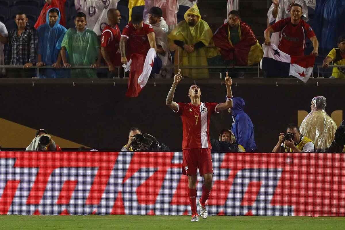 Blas Perez marca un gol histórico para Panamá