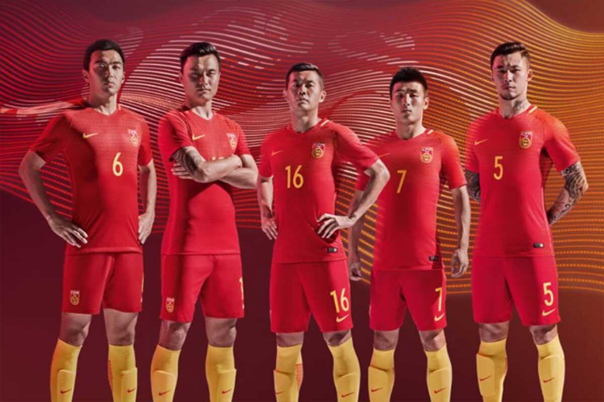 China presenta la equipación de su selección