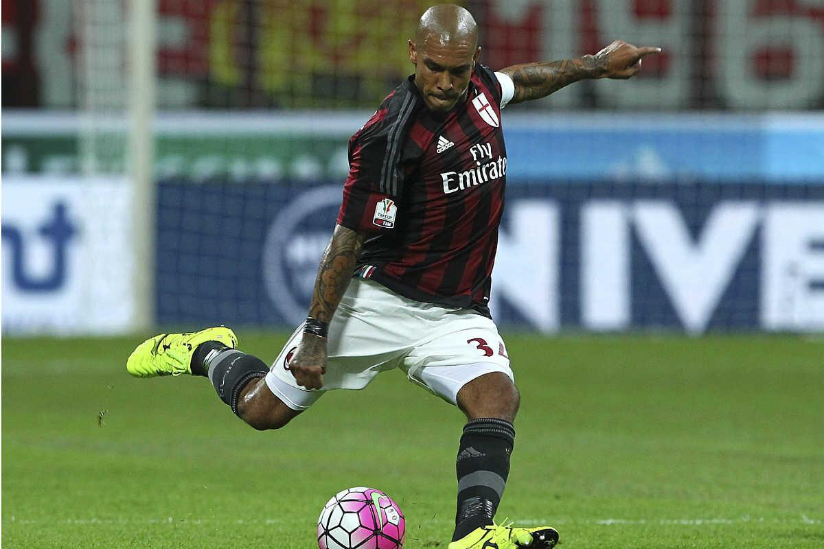 Nigel de Jong rescinde su contrato con el AC Milán