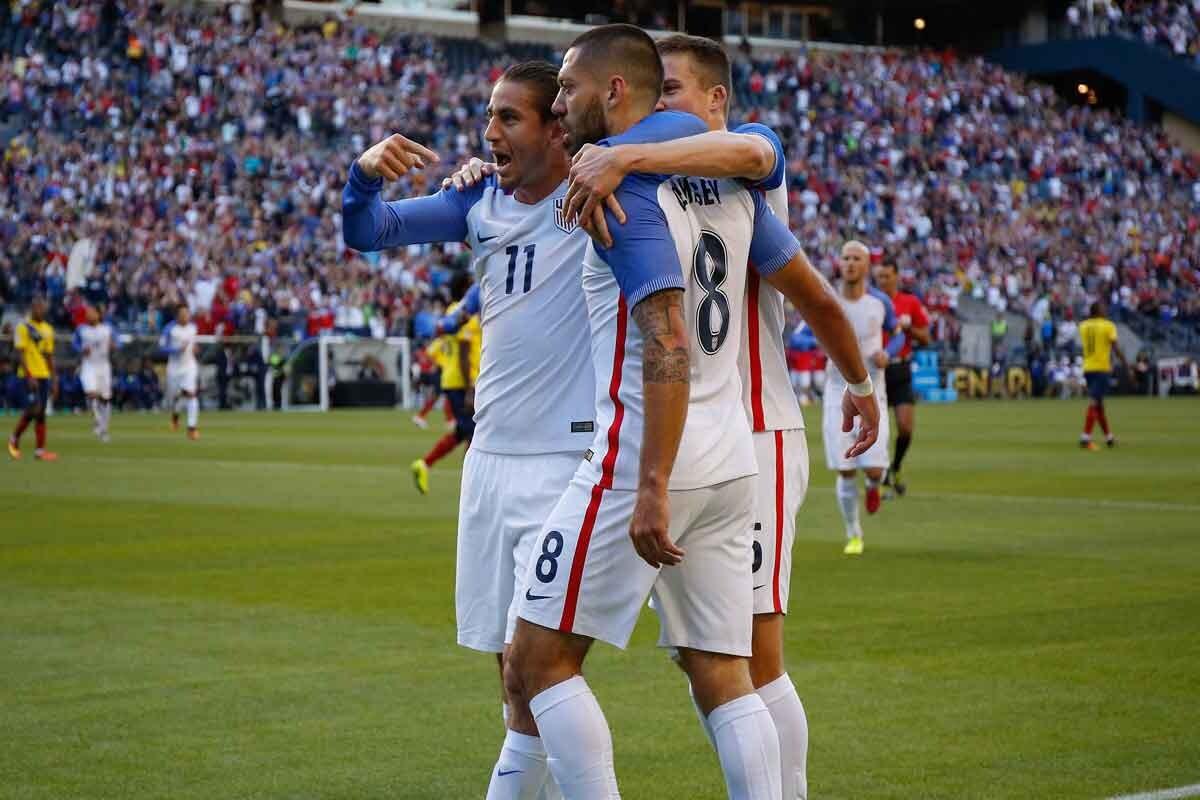Dempsey pieza clave en la victoria de la selección de EEUU