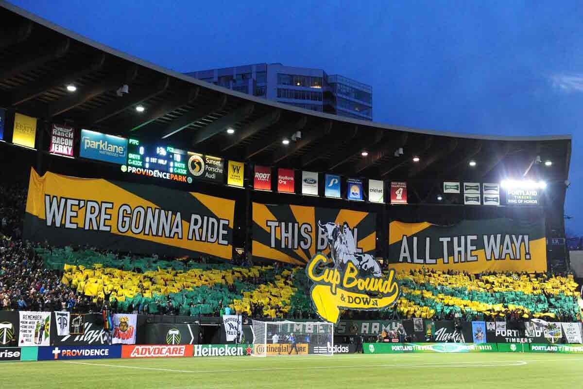 Hinchas animando en la MLS