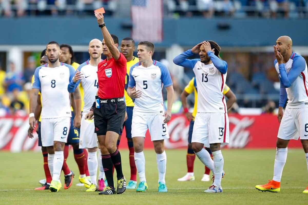 Klinsmann critica la expulsión de su jugador en la copa américa centenario