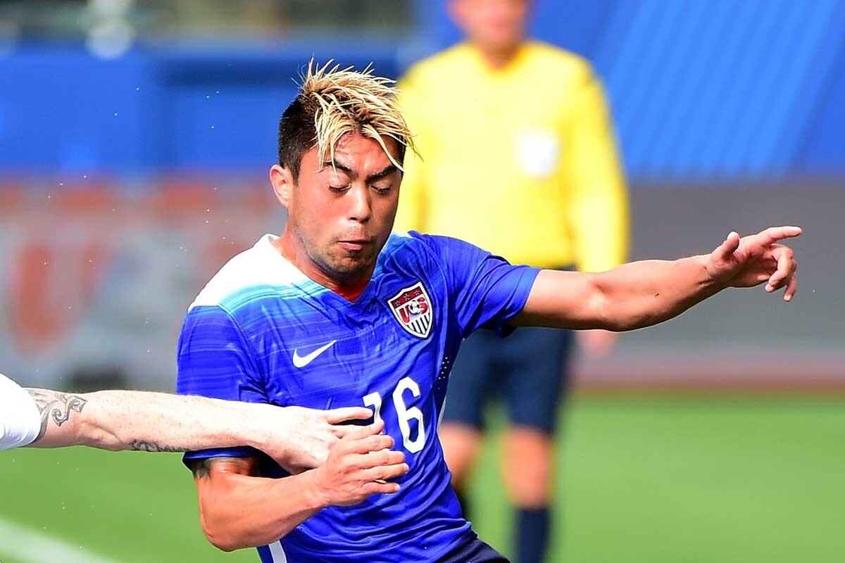 Lee Nguyen jugando con la selección masculina de los Estados Unidos