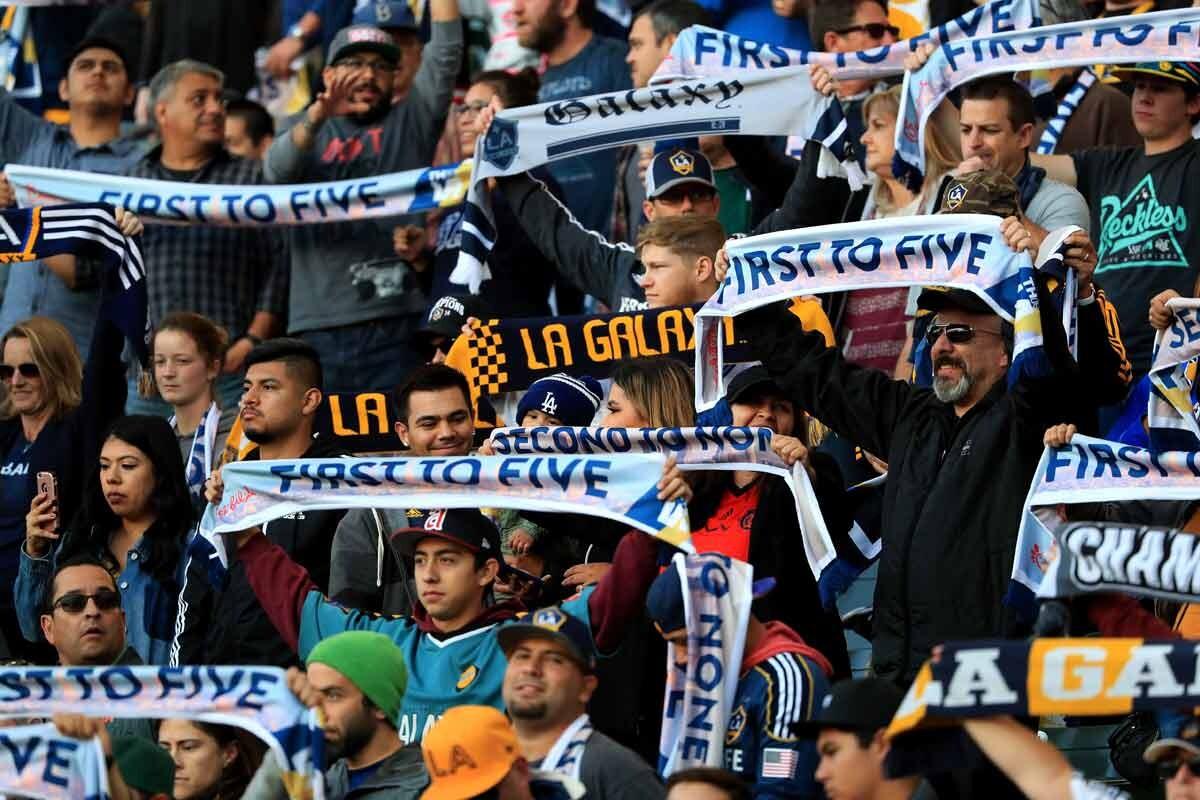 Aficionados MLS animando a su equipo