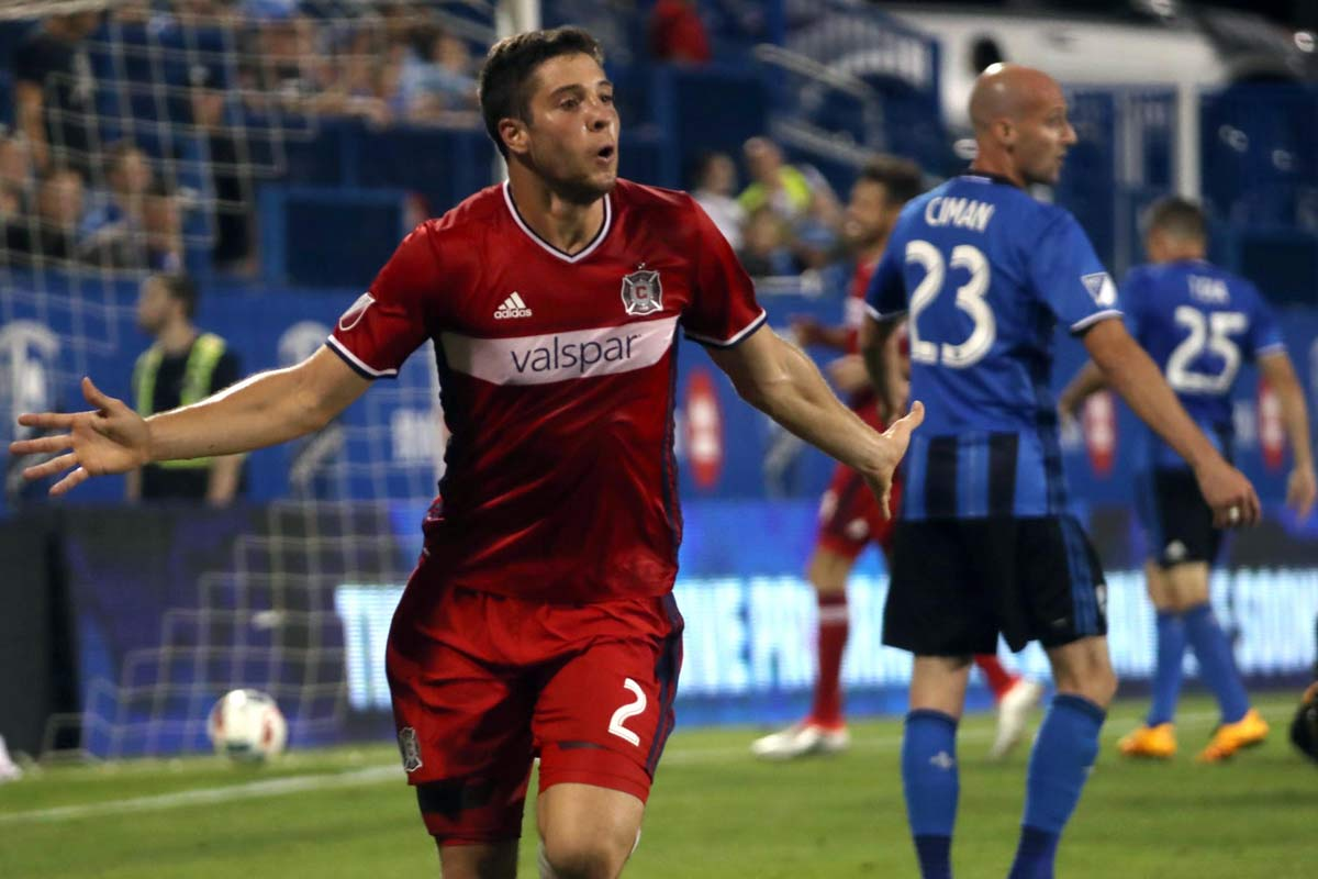 Matt Polster, de Chicago Fire, celebra un gol en la MLS