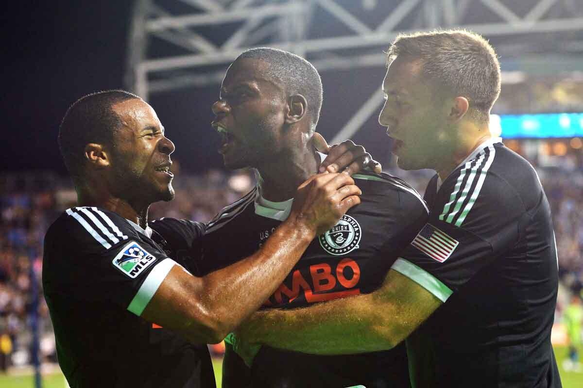 Maurice Edu celebra un gol con su equipo