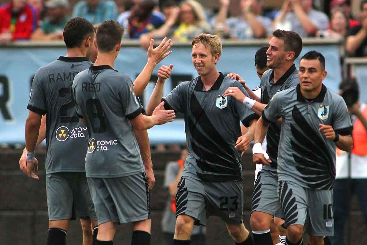Carolina Raihawks lidera la NASL
