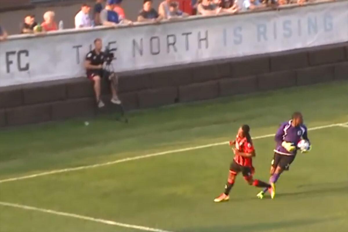 video: Gol en propia puerta más increible