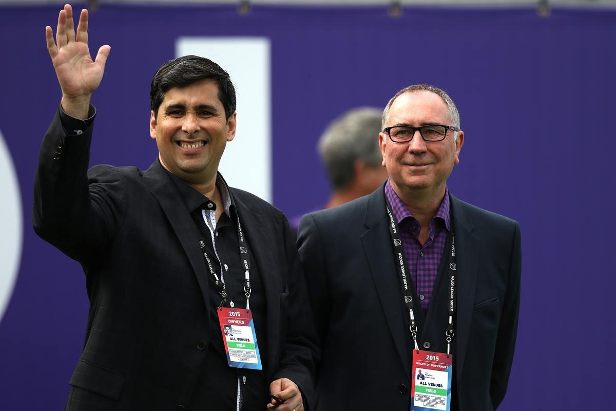 Flavio Augusto da Silva y Phil Rawlins, de Orlando City