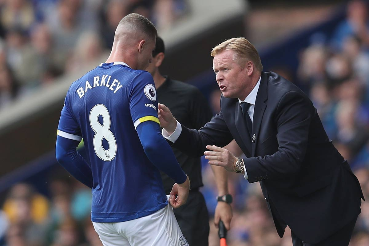 Ronald Koeman y Ross Barkley, del Everton