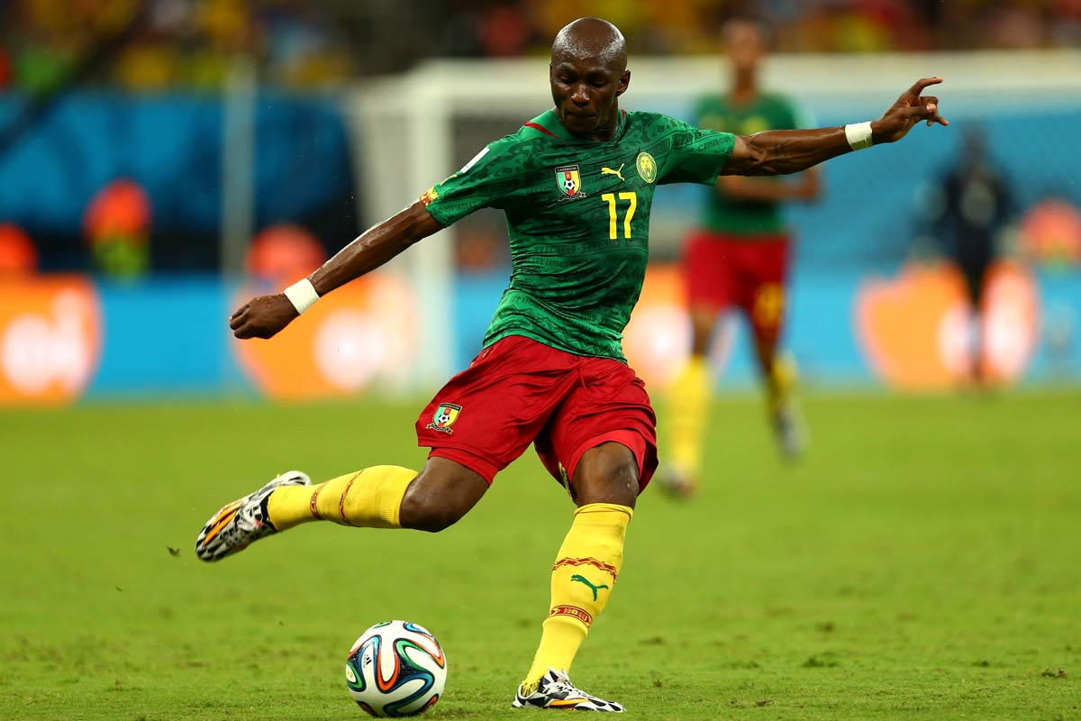 Stephane Mbia, con Camerún