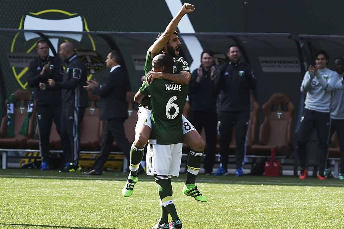 Diego Valeri y Darlington Nagbe celebrando un gol juntos