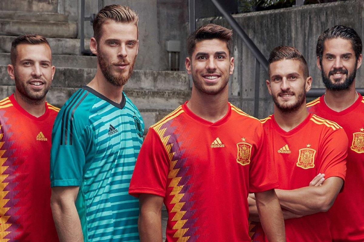 Fracción accesorios mañana  Adidas hace oficial la nueva camiseta de España