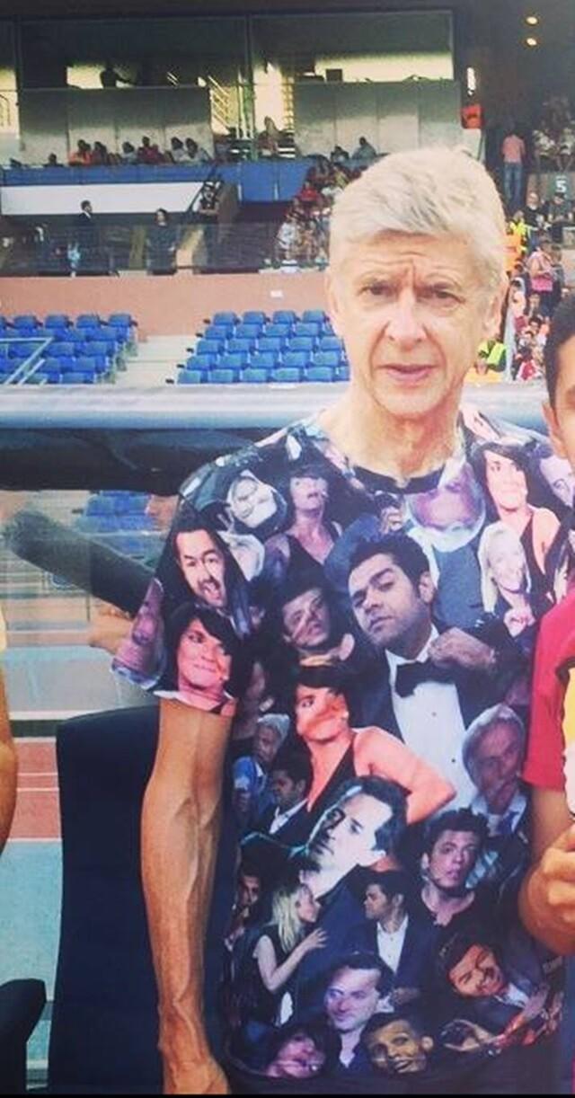 La peculiar camiseta de Arsene Wenger