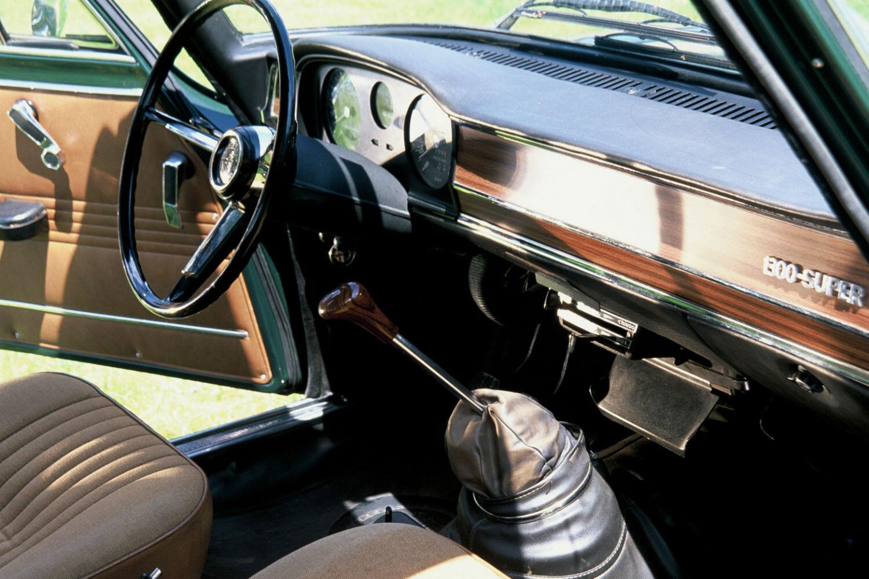 Los mejores interiores de coches cl sicos sportyou for Interiores clasicos