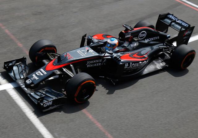 Alonso mantiene el 17º, pese a la pifia de McLaren con la rueda de Button
