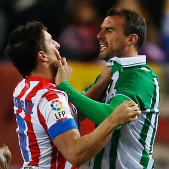 Amaya pide disculpas por escupir a Diego Costa