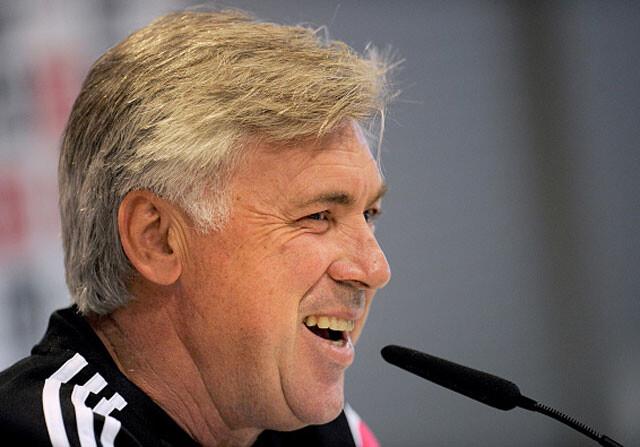 "Ancelotti bromea: ""Caparrós habrá roto la portada con gusto"""