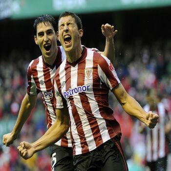 De Marcos celebra un gol del Athletic