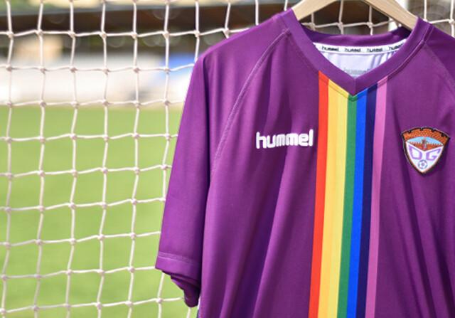 El Guadalajara luchará por los derechos homosexuales con la camiseta arcoiris