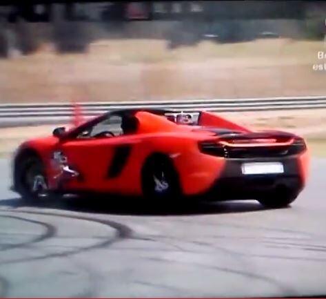 VÍDEO. Cristiano y Jenson Button, haciendo 'donuts' en un McLaren