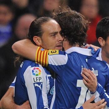 Sergio García y Verdú celebran un gol del Espanyol