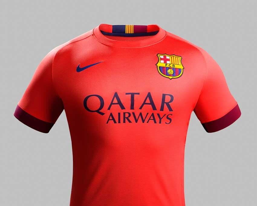 La la segunda equipación del FC Barcelona para la temporada 2014 15  abandona los colores de la Senyera catalana. Presenta un cuello redondo y  es totalmente ... c6cf6fed43b