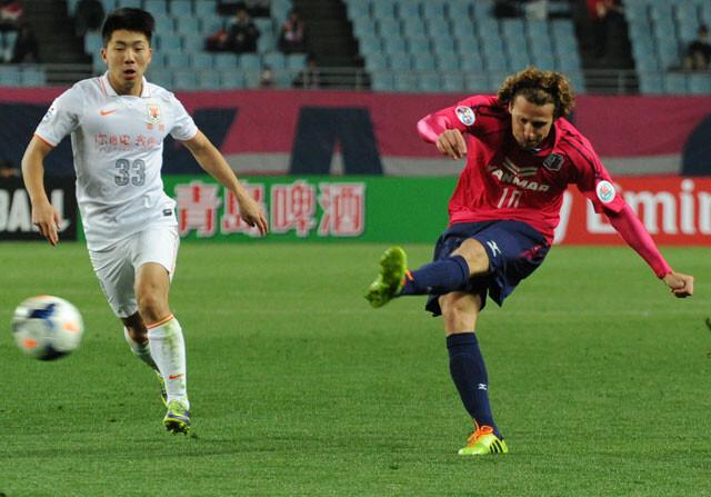 Diego Forlán se despide del Osaka japonés