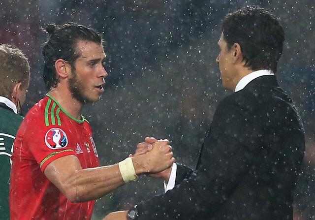Gareth Bale y Chris Coleman